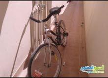 دراجه هوائيه اسمها فراشه مع شنطه هديه سريعه جدا تحمل الوزن اكثر من ٧٠ كيلو متر ا