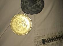 قطعه قديمه جدا وقطعه نقديه من ذهب من العام 1987 مكسيكيه والثانيه اثريه قديمه جدا فوك خمسمئة سنه