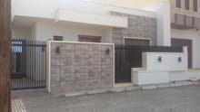 منزل للبيع في عين زارة طريق المشتل بالقرب من صالة الفصول الأربعة