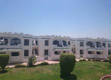 بشرم الشيخ بخليج نعمة شقة امام الممشى السياحي مباشرة للسكن الراقي - و- للاستثمار
