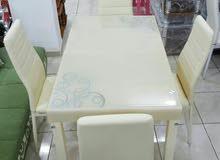 طاولة 4 كراسي مخفضة