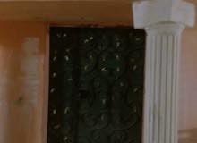 عمارة في الحرازات دور واحد شقتين الشقة 6 غرف
