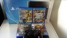 ps4 for sale European in a very good condition with 4 games