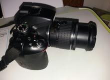كاميرا نيكون D5300جديدة صار عشرين يوم من اشترتها يعني ولا زلغ بيه