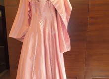 فستان خطبة فاخر للبيع بحالة ممتازة