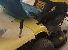 سيارة مكينة قطع عشب