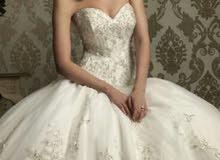 فستان ايطالي لون ايفوري بحال الوكااالة