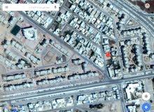 قطعة ارض سكنيه داخل المخطط مساحتها 960 متر في منطقه ممتازه خلف شارع المدار