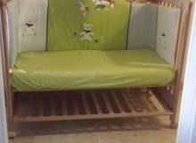 للبيع سرير طفل مع فرشه