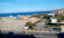 شقة 215 متر داخل كمبوند تري البحر ( امام فندق الهلتون ) تشطيب فاخر